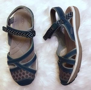 Size 9 KEEN Sage Ankle Sandals